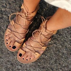 Les sandales montantes - une tentation et une tendance top pour l'été