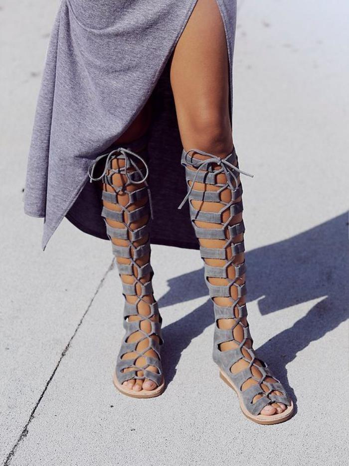 sandales-montantes-sandales-grecques-grises