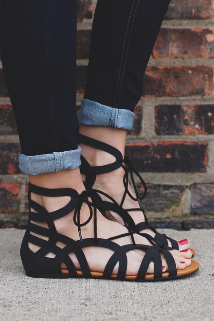sandales-montantes-sandales-grecques-noires