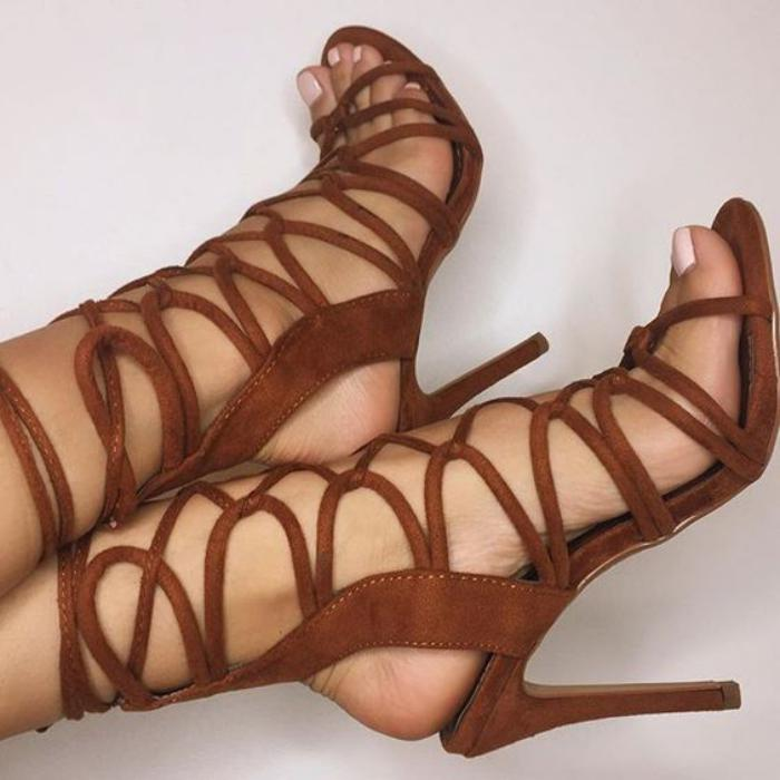 sandales-montantes-sandales-hauts-talons-couleur-marron