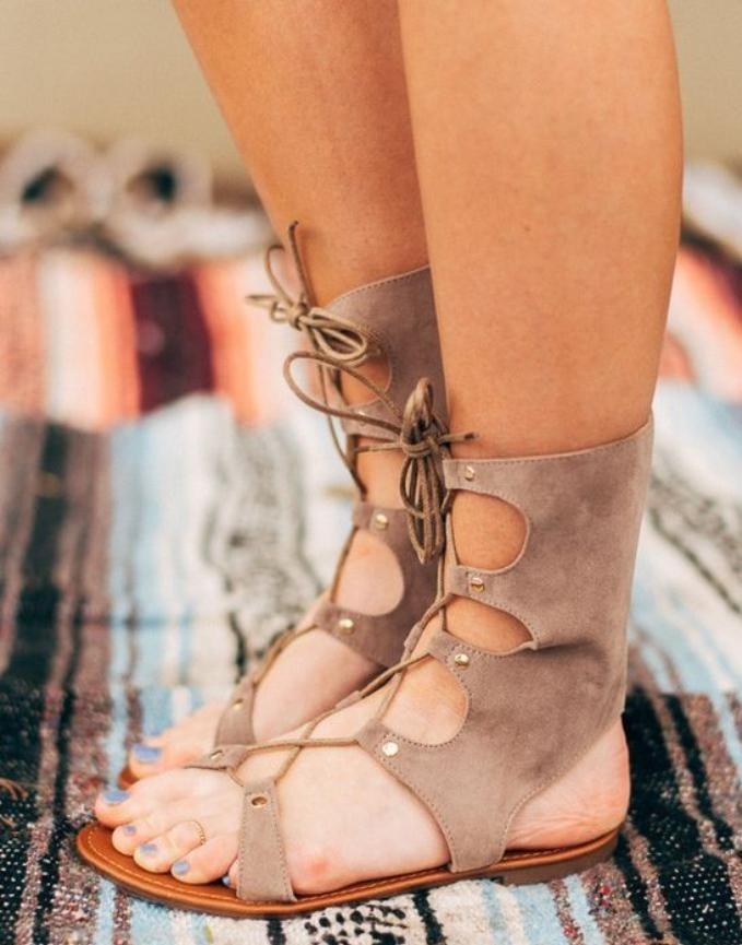 sandales-montantes-spartiates-en-velours-beige