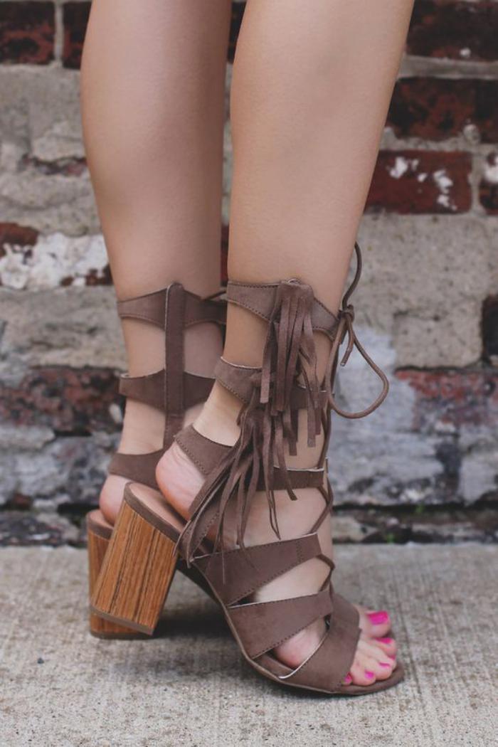 sandales-montantes-talon-sandales-pour-la-saison-chaude