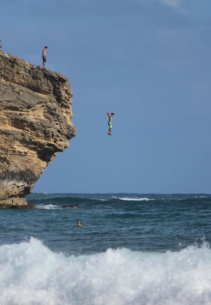 sauter-depuis-les-roches-dans-l-ocean-chose-à-faire-avant-de-mourir