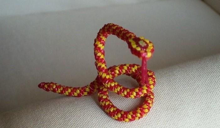 Comment faire un scoubidou bracelet - Comment faire un scoubidou facile ...