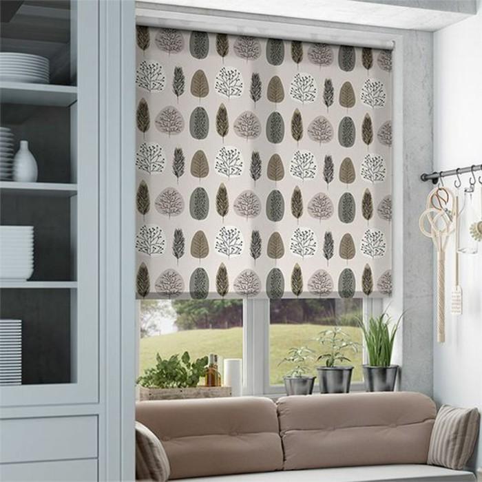 store-occultant-velux-beige-canapé-beige-salon-meubles-de-salon-en-bois-gris
