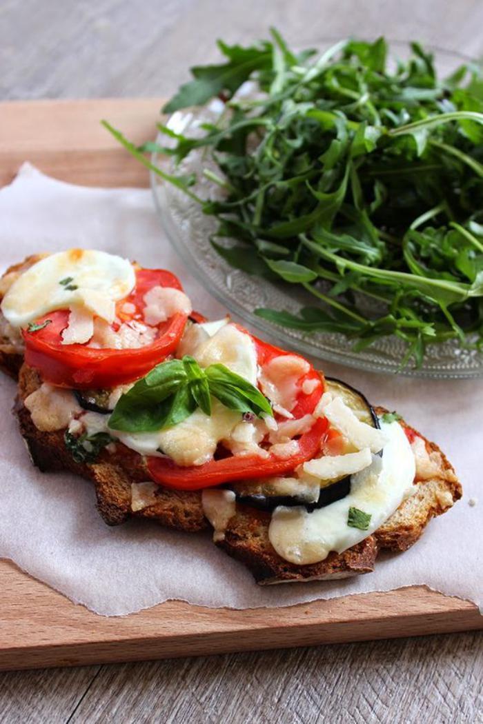 tartines-salées-avec-des-légumes-et-des-épices