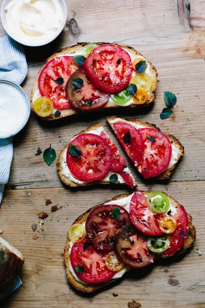 tartines-salées-avec-trois-sortes-de-tomates