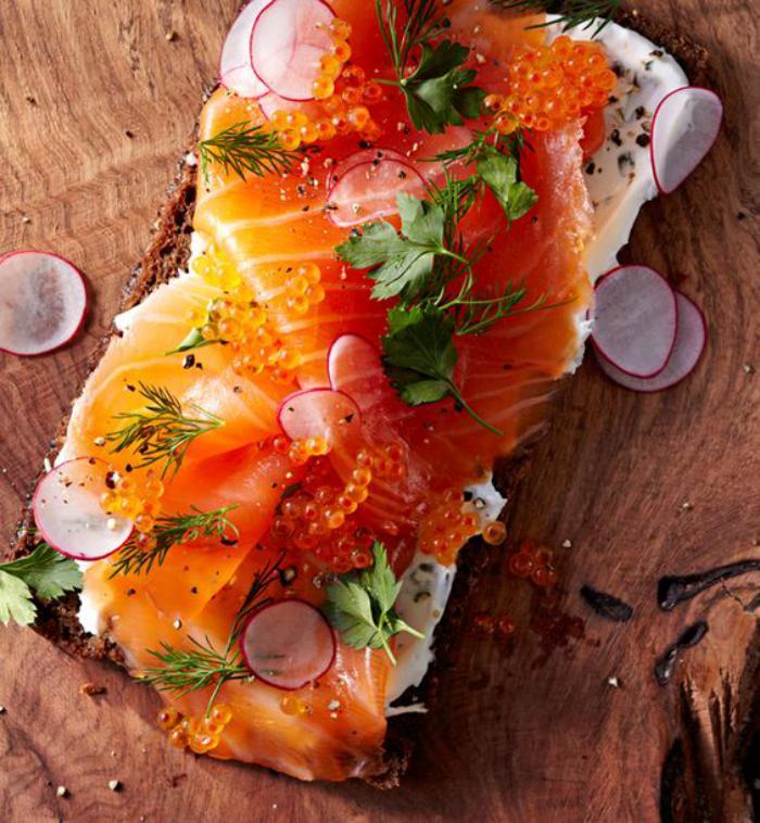 tartines-salées-fromage-radis-et-saumon-fumé