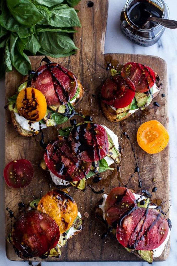 tartines-salées-gourmandes-super-colorées-et-fraîches