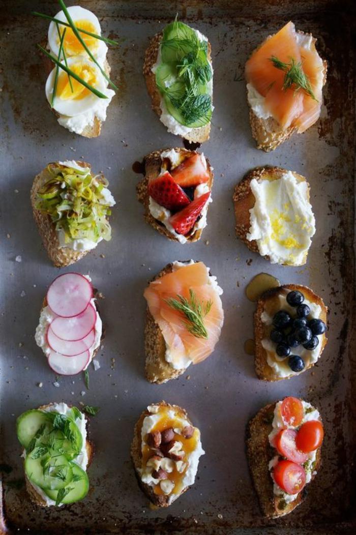 tartines-salées-petites-bouchées-apétissantes-avec-des-ingrédients-gourmands