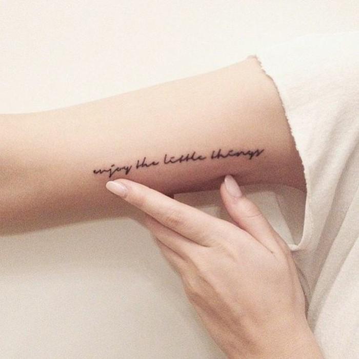 tatouage-ecriture-femme-tatouage-origianaux-femme-tatouage-discret