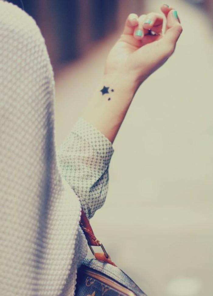 tatouage-femme-discret-taouages-discrets-femme-nos-idees-pour-votre-tatouage