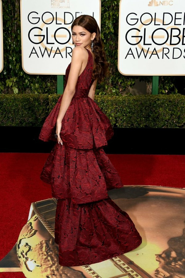 tenue-de-soirée-et-belle-coiffure-de-fete-tapis-rouge-resized