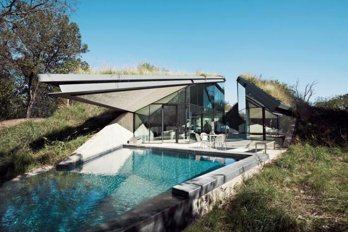 toiture-végétalisée-maison-contemporaine-avec-piscine