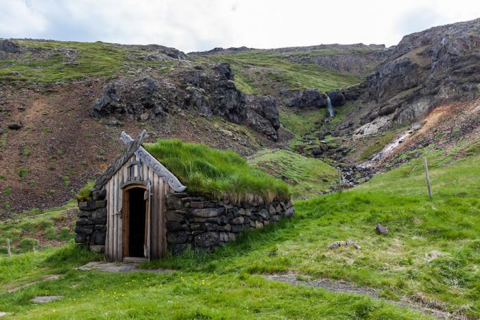 toiture-végétalisée-maisonette-en-Icelande