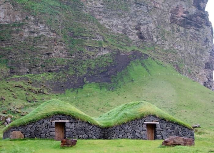 toiture-végétalisée-maisonettes-toit-en-turf-Icelande