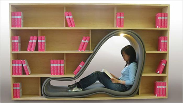 une-etagere-en-coin-excellente-idée-endroit-lire