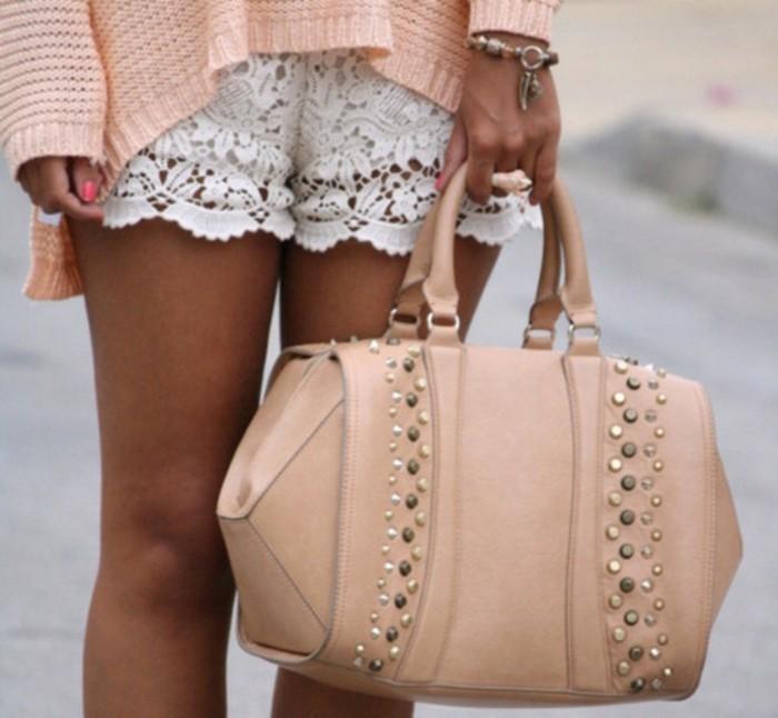 une-idée-comment-porter-short-coton-femme-couleur-peche
