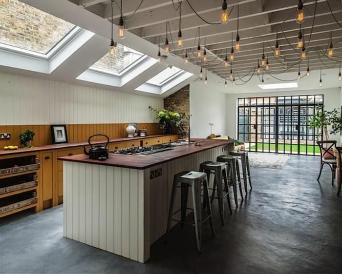 verriere-interieure-pas-cher-sol-en-béton-ciré-fenêtres-de-toit-bar-de-cuisine