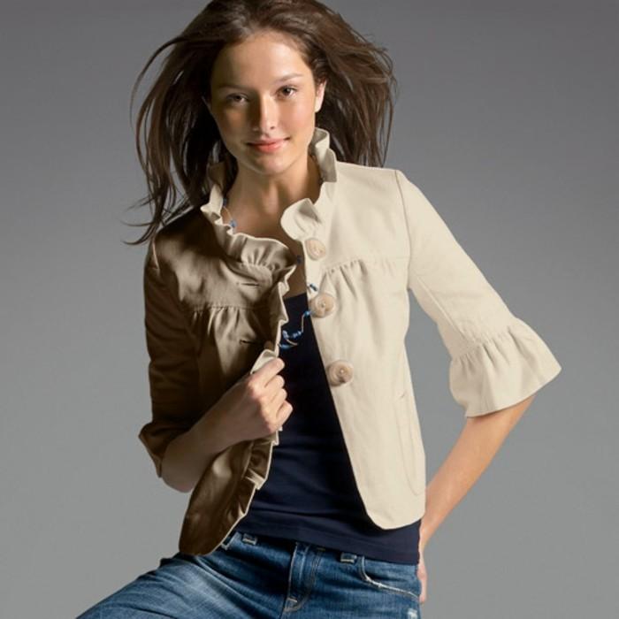 veste-d'été-femme-aux-manches-originales-mi-longues-et-de-couleur-beige-resized