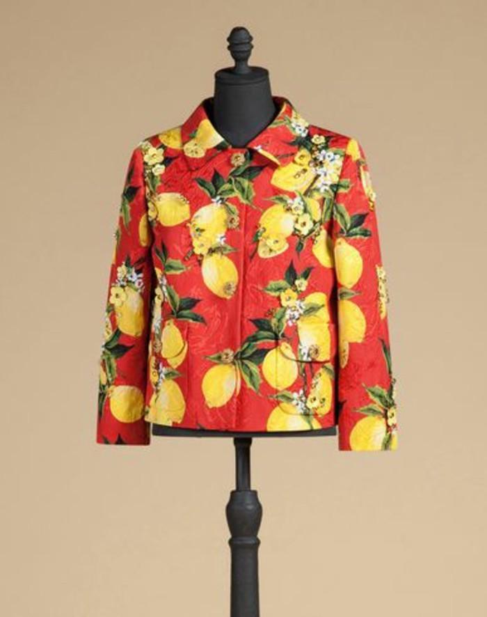 veste-d'-été-femme-Dolce-et-Gabbana-aux-ananas-resized