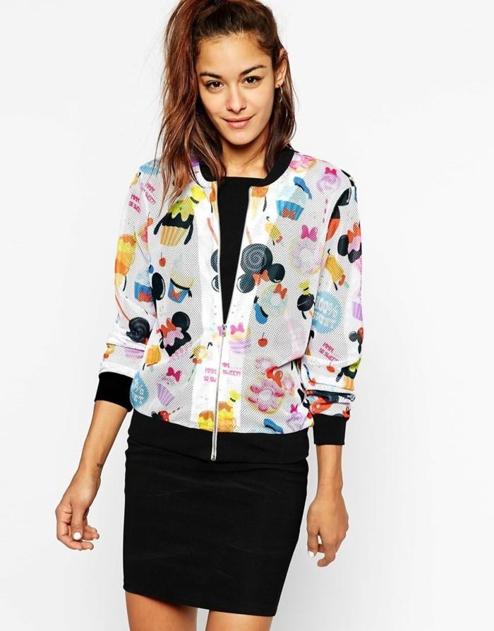 veste-d'-été-femme-couleurs-vives-motifs-BD-resized