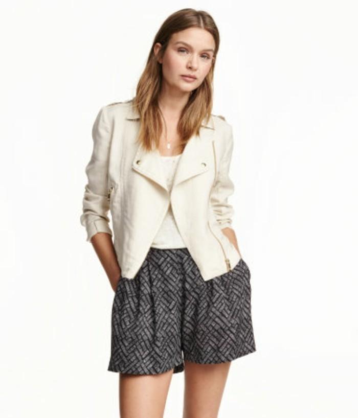veste-d'-été-femme-de-couleur-claire-demi-manches-resized