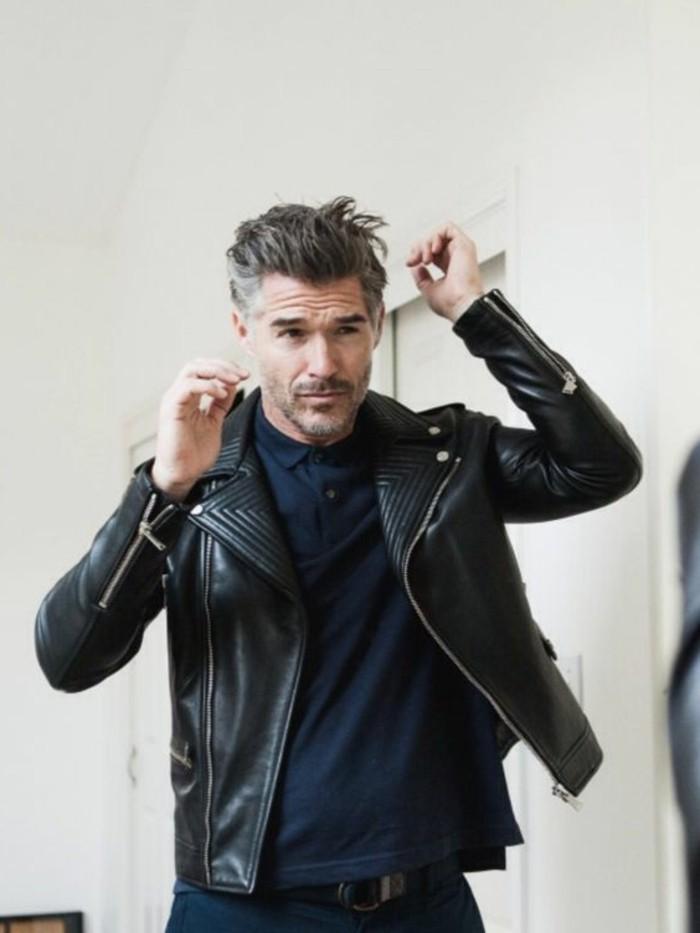 veste-en-cuir-homme-cuir-noir-homme-vest-cuire-homme-pas-cher-chemise-bleu-foncés