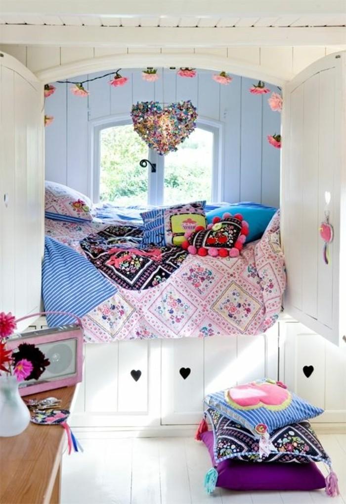 0-amenagement-chambre-ado-fille-colorée-couverture-de-lit-colorée-petite-fenetre