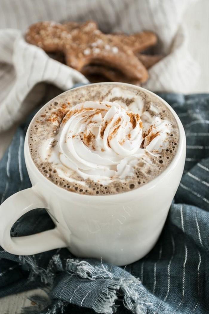 0-recette-cappuccino-maison-comment-faire-un-cappuccino-faire-mousser-le-lait