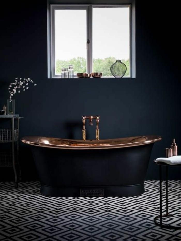 0-salle-de-bain-gris-foncé-couleur-salle-de-bain-mosaique-blanc-noir-sur-le-sol-petite-fenetre