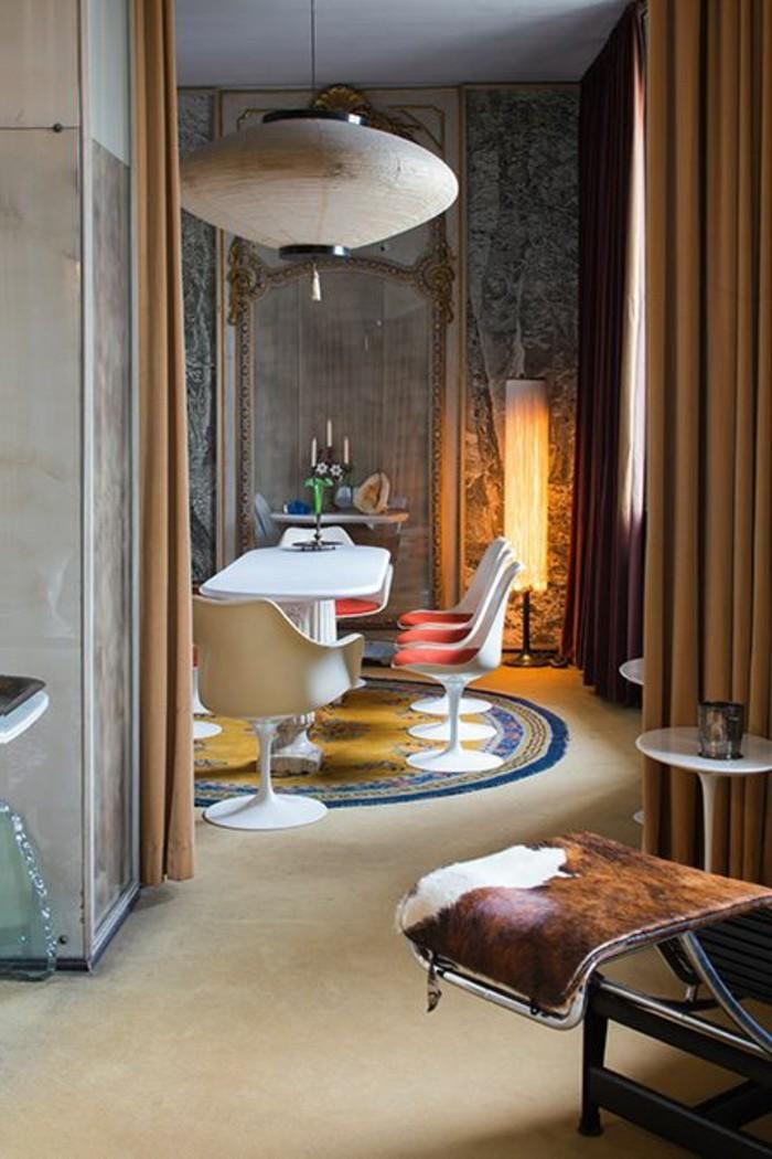 0-table-et-chaises-tulipe-en-plastique-blanc-lustre-beige-suspendu-salle-a-manger
