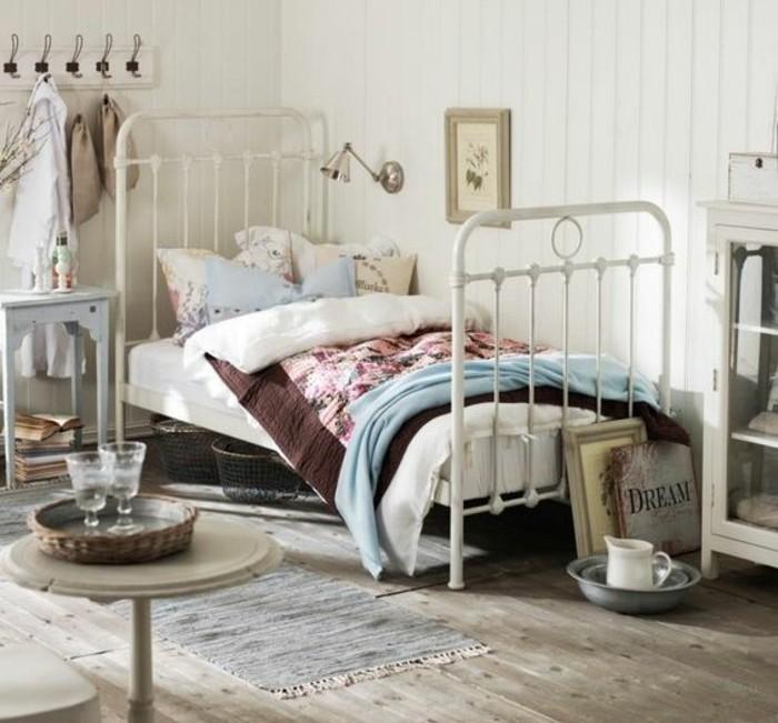 00-amenagement-chambre-ado-fille-lit-en-fer-blanc-tapis-beige-sol-en-parquet