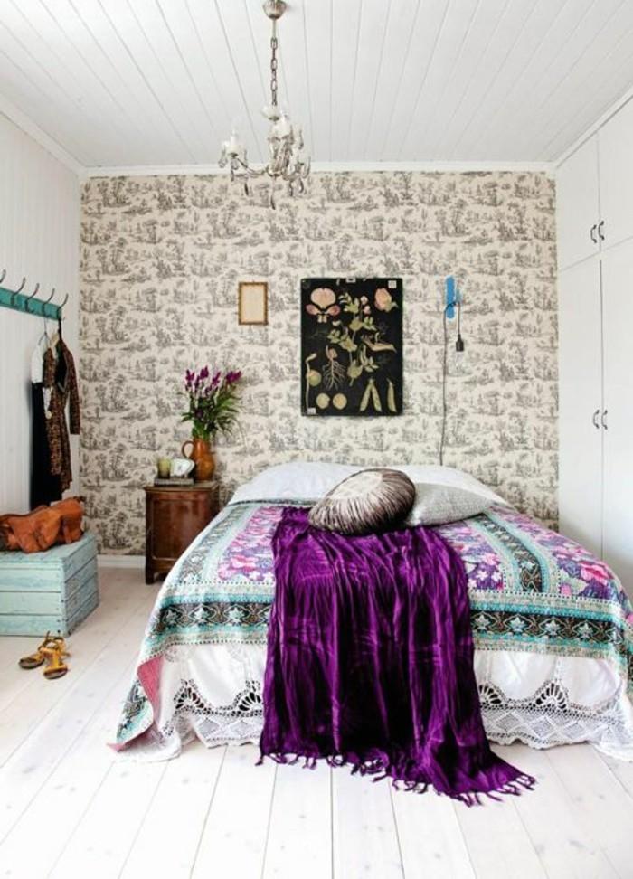 00-conforama-chambre-fille-colorée-couverture-de-lit-lustre-baroque-papier-peint-chambre-ado-beige