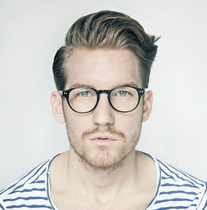 Coiffure pour homme lunettes