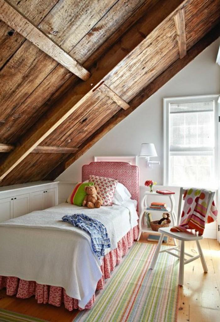 00-la-plus-belle-chambre-ado-fille-sous-pente-plafond-en-bois-tapis-coloré