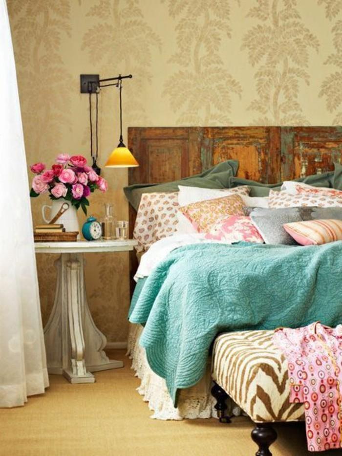 00-la-plus-belle-conforama-chambre-fillecouverture-bleu-cile-fleurs-roses-sur-la-table-de-chevet-papier-peint-beige