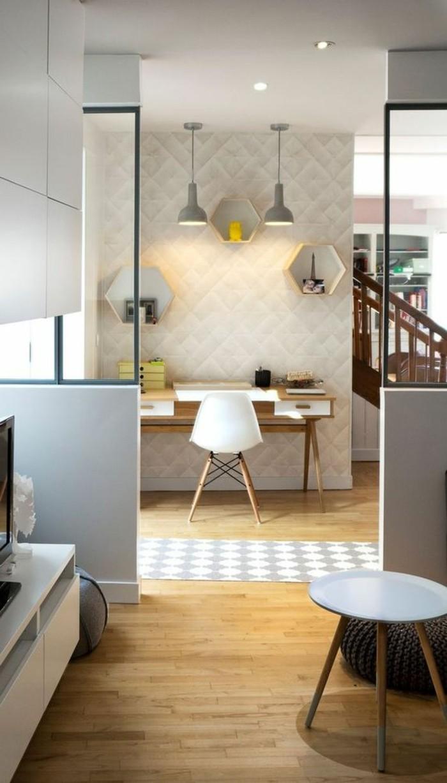 1-astus-déco-meubler-son-appartement-chaise-en-plastique-blanc-decoration-murale-en-lambris-blanc
