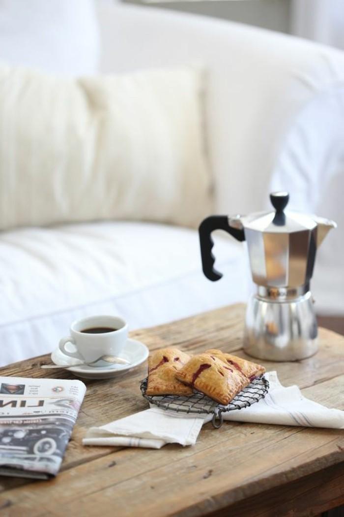 1-comment-faire-un-cappuccino-recette-recette-cappuccino-maison-table-en-bois-brut