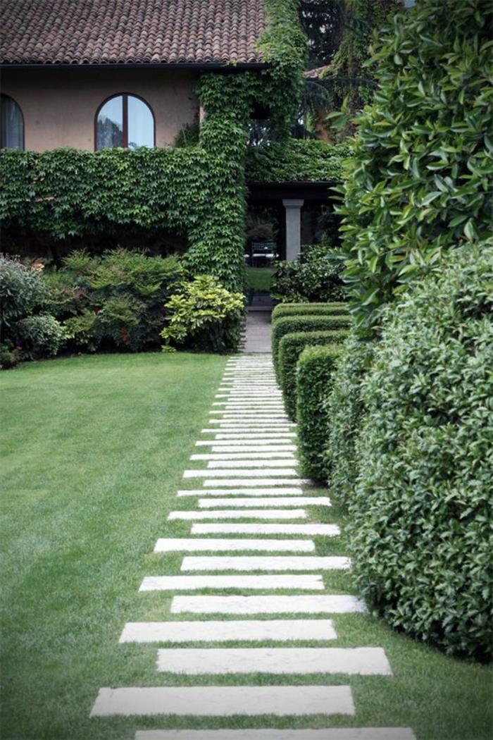 1-comment-faire-une-allée-de-jardin-pavé-carrossable-exterieur-pelouse-verte-devant-la-maison