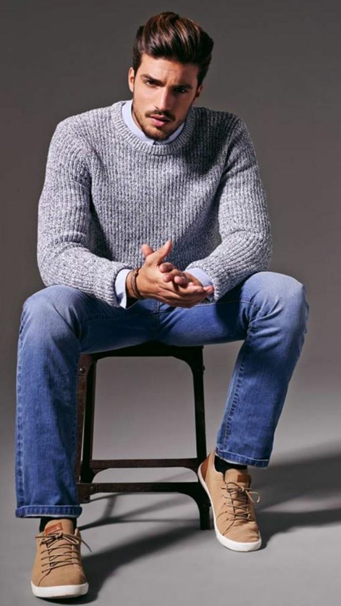 1-coupe-de-cheveux-banane-rockabily-style-homme-denim-bleu-clair-pull-gris-coiffures