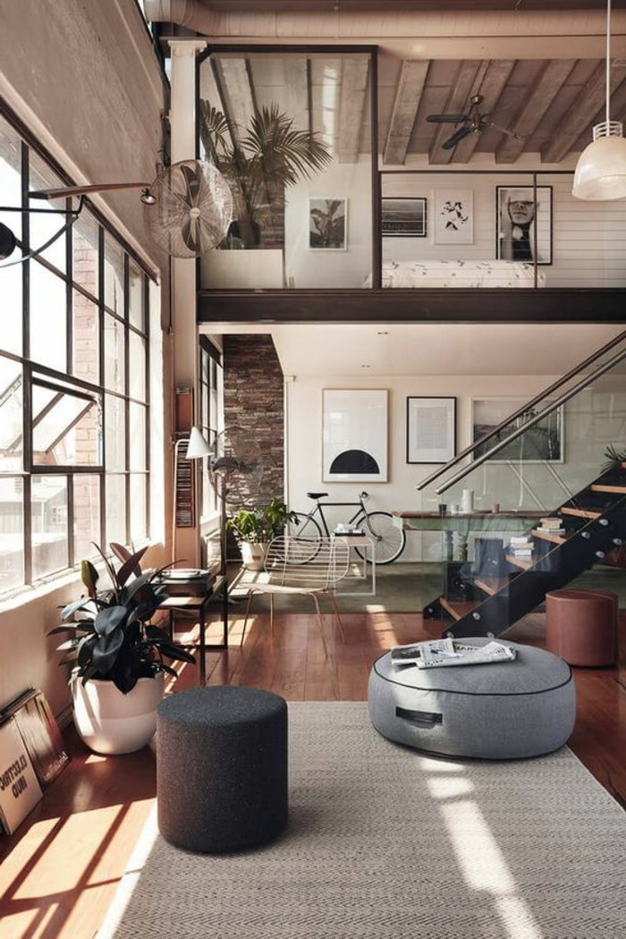 1-décorer-son-appartement-parquet-clair-tapis-beige-grandes-fenetres-dans-le-salon