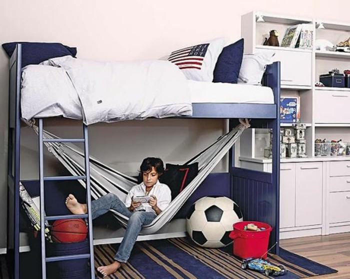 1-deco-chambre-ado-garcon-tapis-bleu-foncé-parquet-marron-lit-superposé