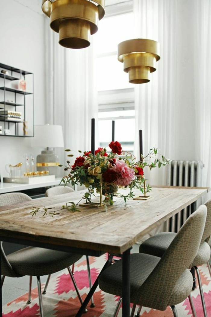 1-idée-déco-récup-pour-la-salle-a-manger-tapis-beige-rose-chaise-beige-foncé