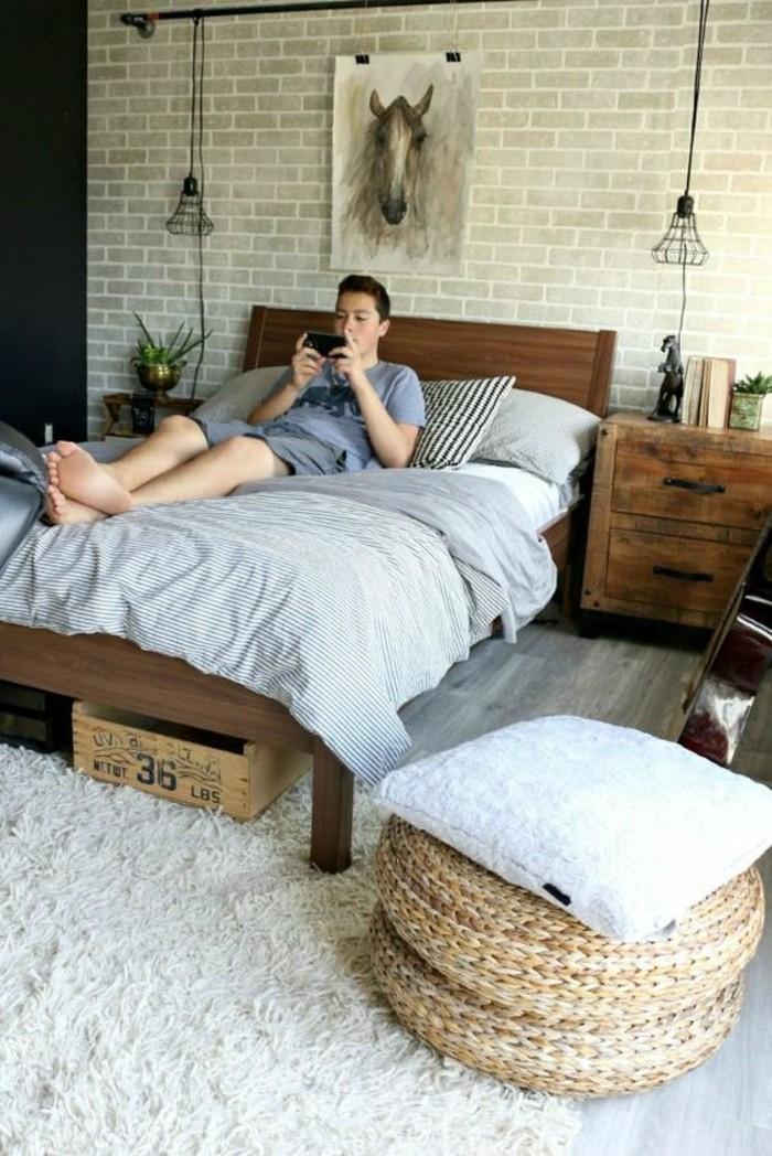 1-idee-chambre-d-ado-garçon-tapis-blanc-mur-en-papier-peint-chambre-garcon-beige-meubles-en-bois-brut
