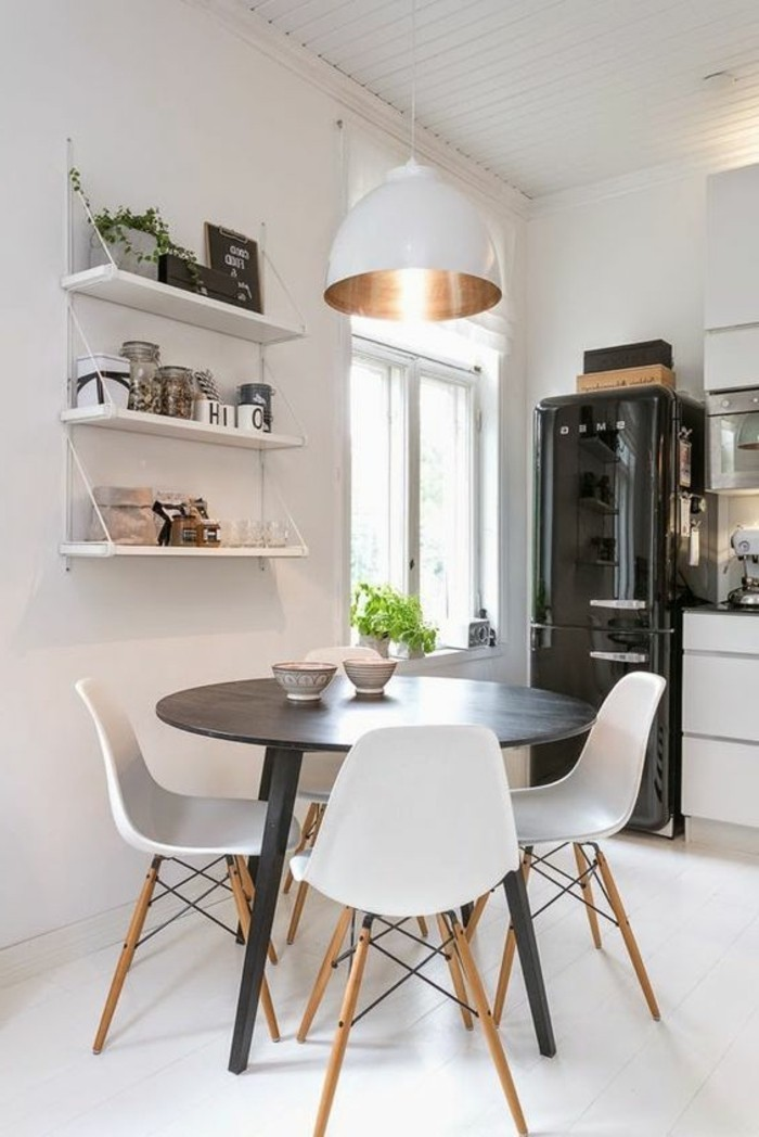 La plus originale table de cuisine ronde en 56 photos - Chaises bois ikea ...