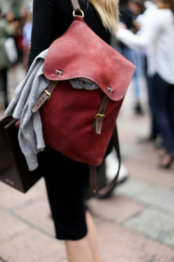 1-sac-a-dos-cuir-femme-sac-en-rouge-foncé-femme-robe-longue-noire-tricot