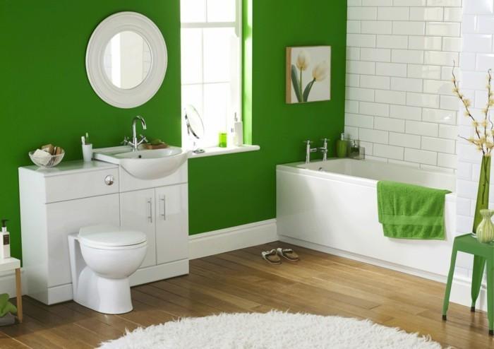 1-tapis-rond-blanc-sol-en-parquet-clair-mur-vert-meubles-salle-de-bain-blanc