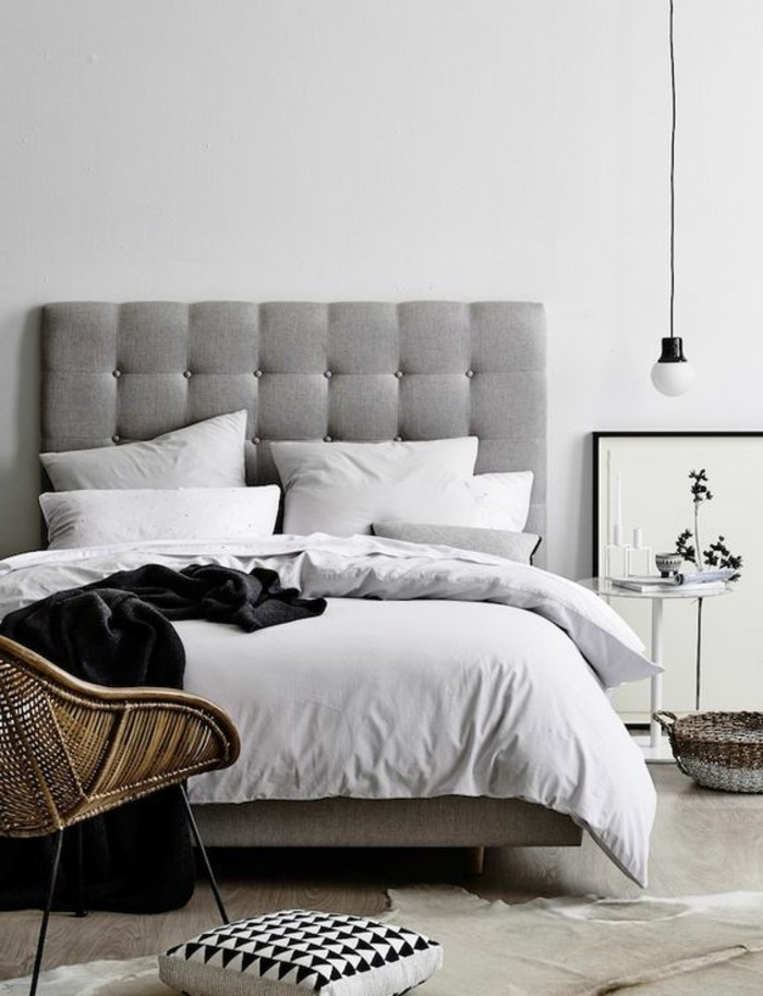 1-tete-de-lit-capitonnée-simili-cuir-gris-tapis-en-peau-d-animal-blanc-chambre-a-coucher-chic