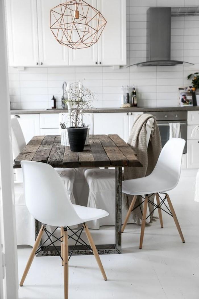 1-une-décoration-vraiment-originale-déco-salle-à-manger-table-en-bois-foncé-lustre-en-fer-forgé